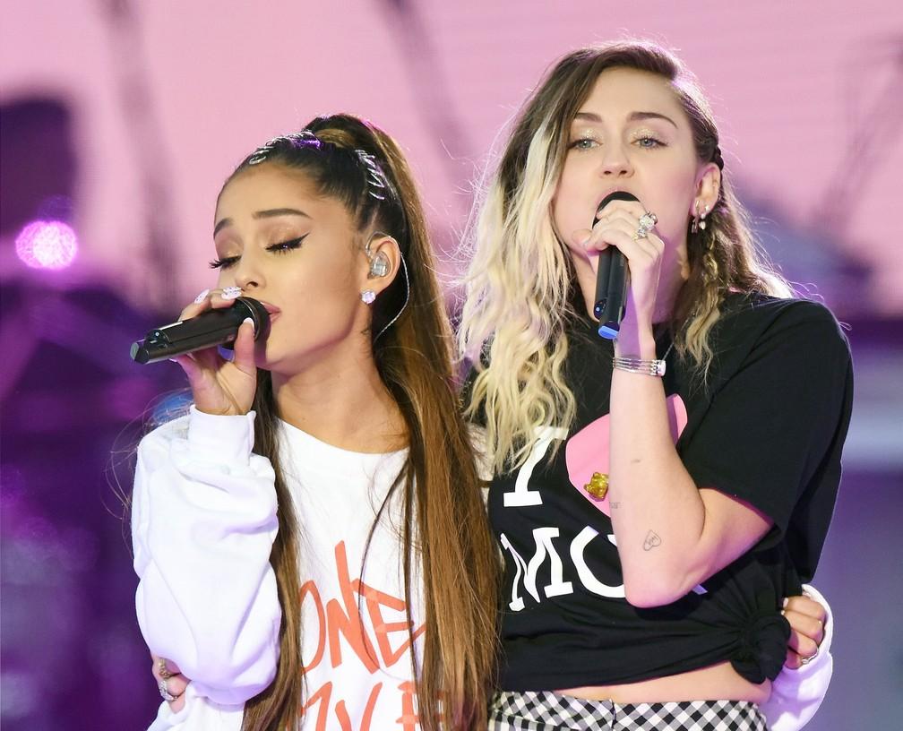 Ariana Grande faz show beneficente