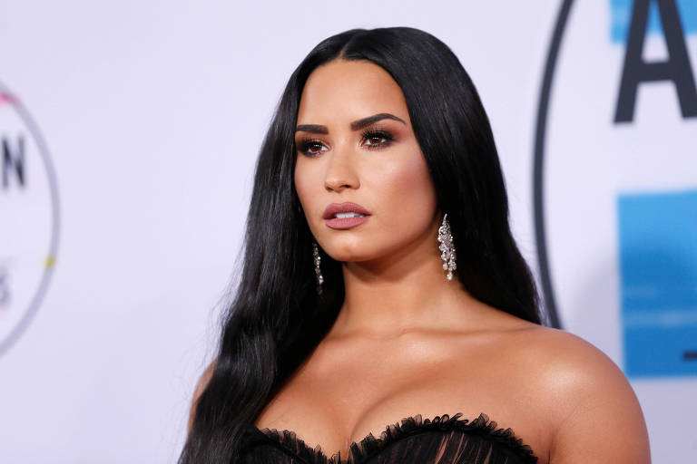 Demi Lovato segue Caio Castro no instagram