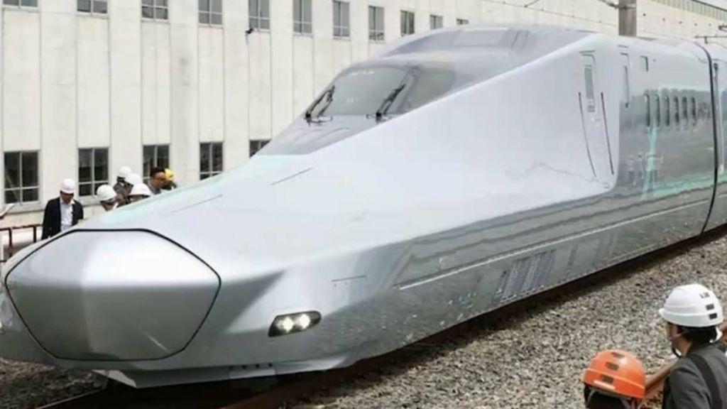 Japão testa trem-bala que alcança 400 km/h