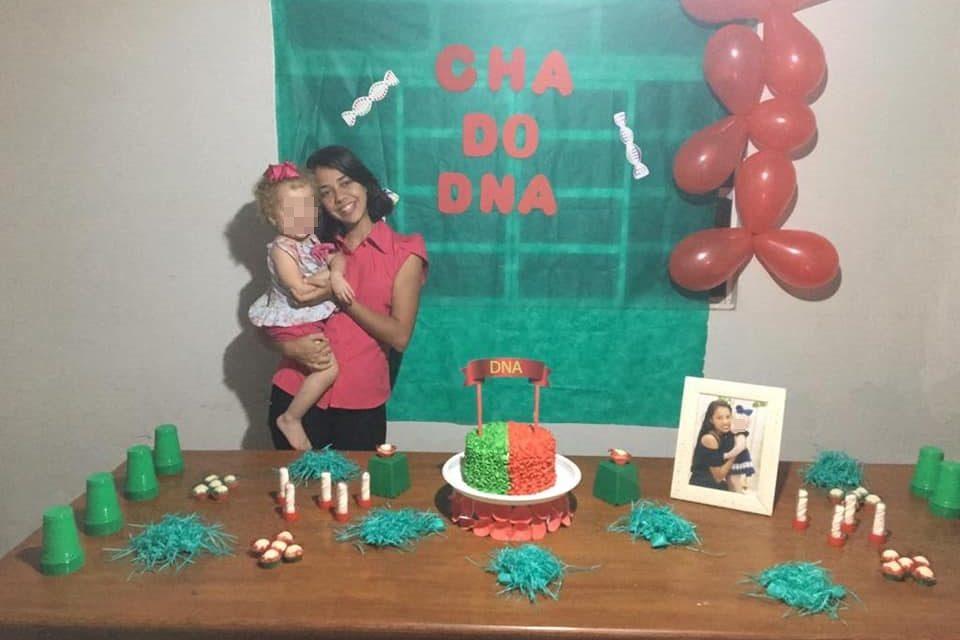 """Jovem faz """"chá DNA"""" e viraliza na web"""