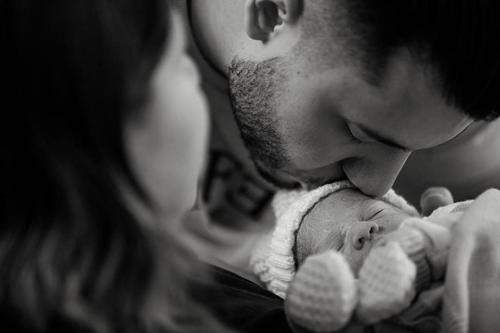 Marília Mendonça dá a luz