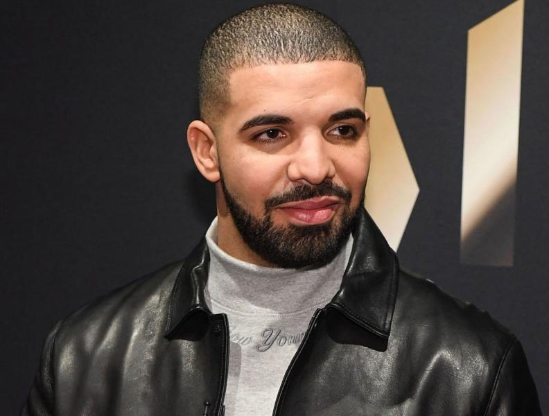 Drake surpreende fã em hospital