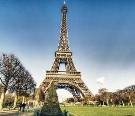 Torre Eiffel completa 130 anos