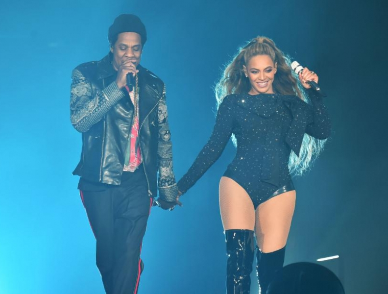 Homem invade palco de Beyoncé e Jay-Z