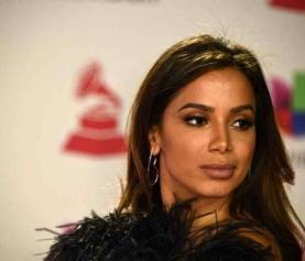 Anitta dá unfollow em famosos