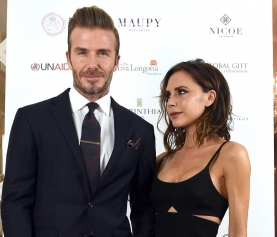 Victoria Beckham posta foto sem aliança