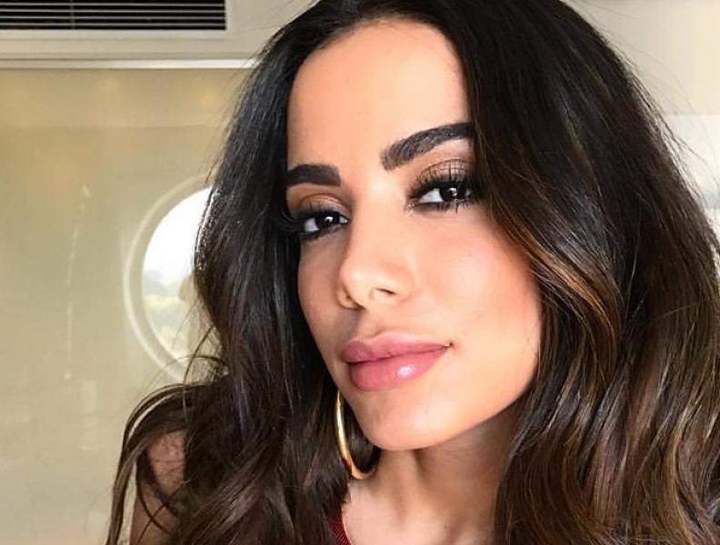 Vidente fala sobre o ano de 2019 para Anitta