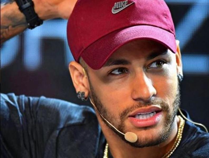 Neymar nega abertura de boate no Rio