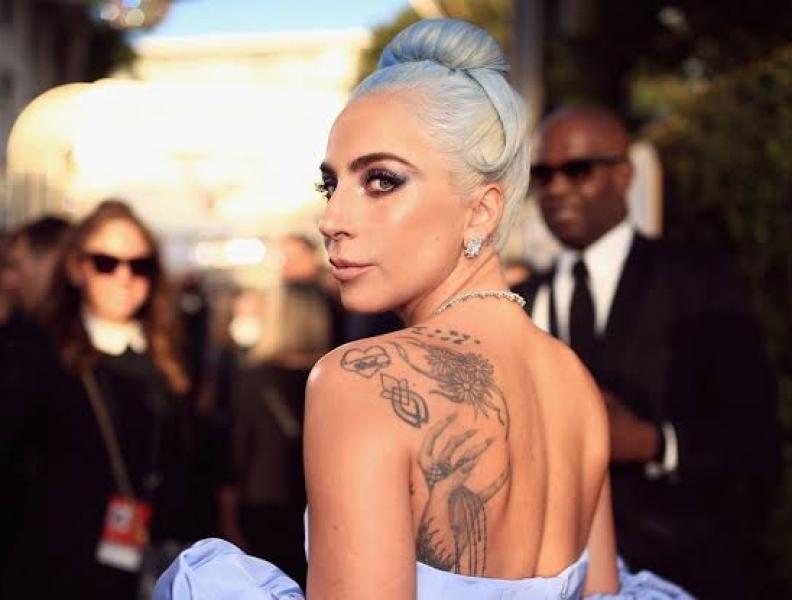 Lady Gaga briga com fãs
