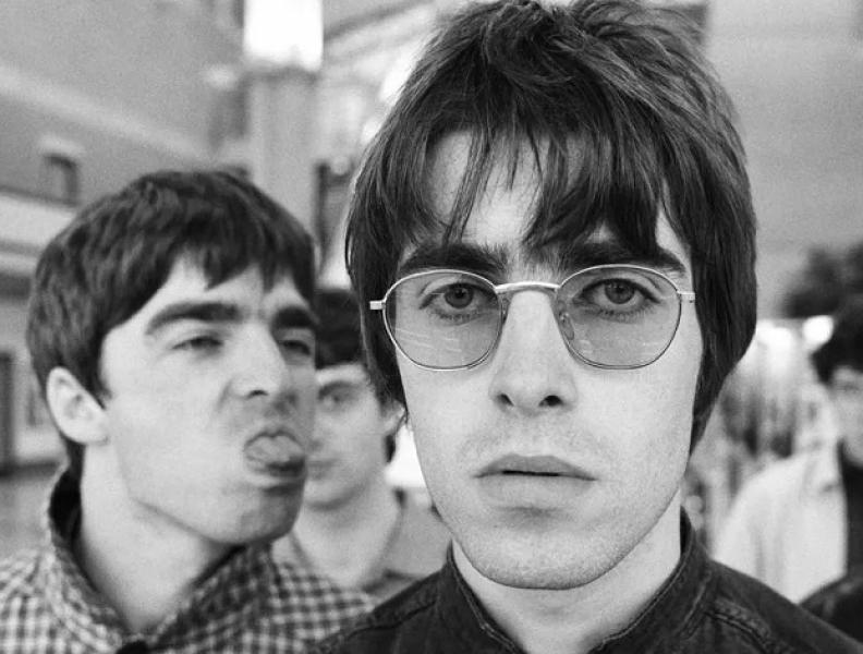 Liam e Noel Gallagher faturando com Oasis