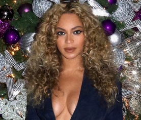 Beyoncé faz show excêntrico