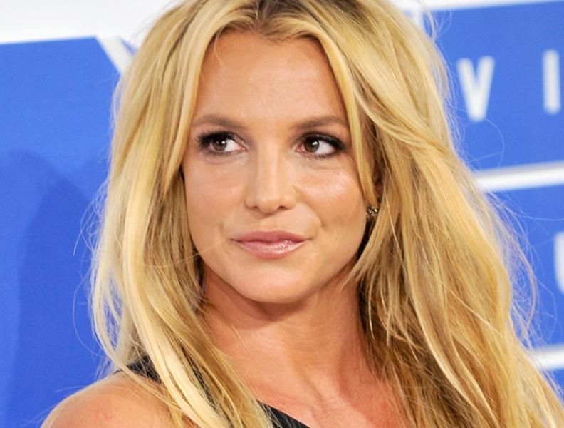 Britney Spears comete gafe e é vaiada