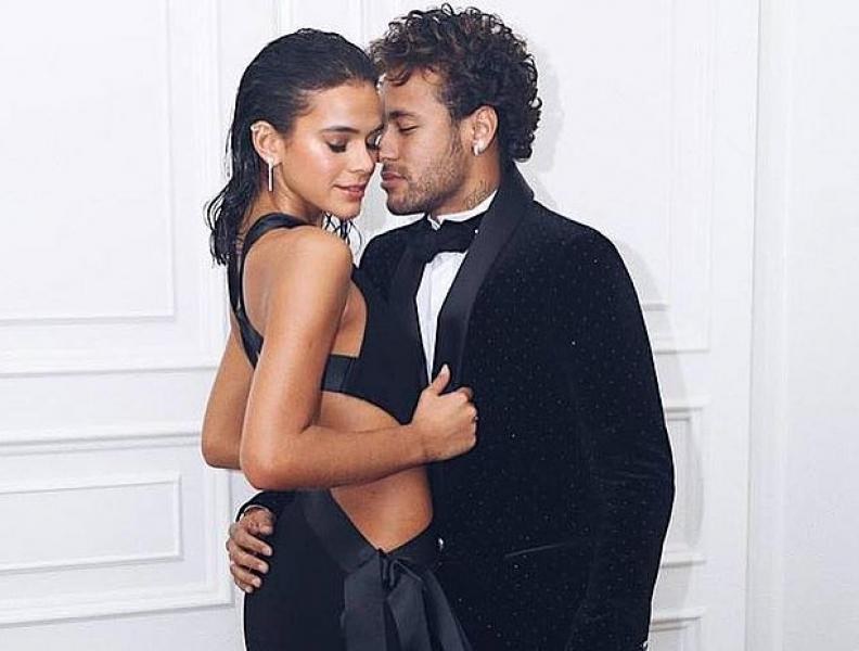 """Bruna Marquezine e Neymar """"repostam"""" fotos juntos"""