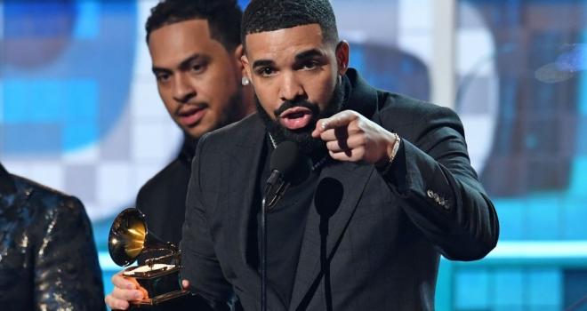 Drake sai em defesa de Weeknd