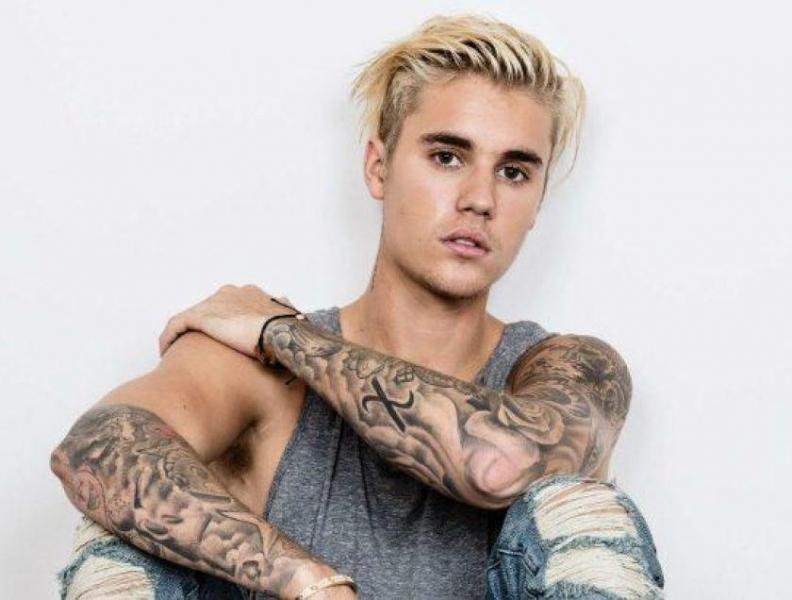 Justin Bieber anuncia coletânea de sucessos