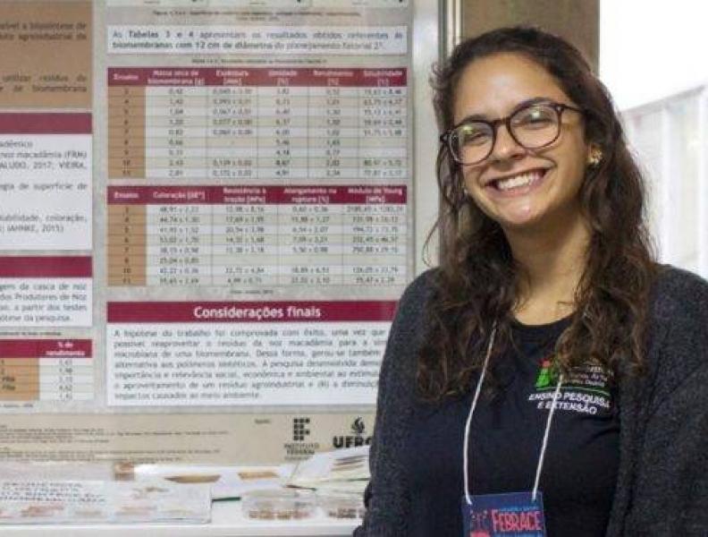 Brasileira ganha 1º lugar em feira de ciências