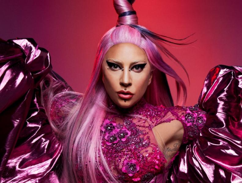Lady Gaga cantando hino dos Estados Unidos!