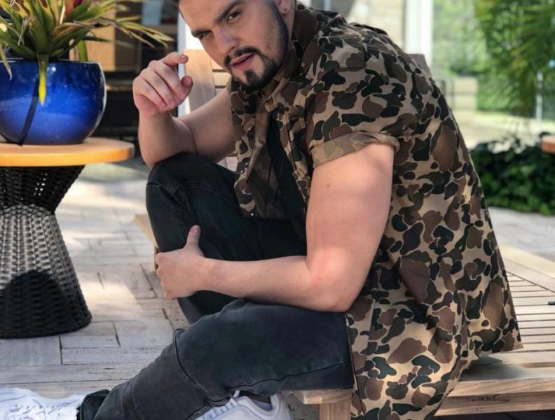 Luan Santana surge de cabelo novo!!