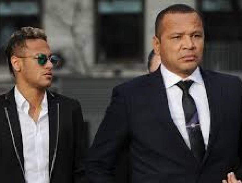Pai de Neymar fala sobre relação com ex do filho