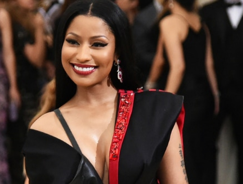 Nicki Minaj estreia no Brasil e toca hit de Anitta