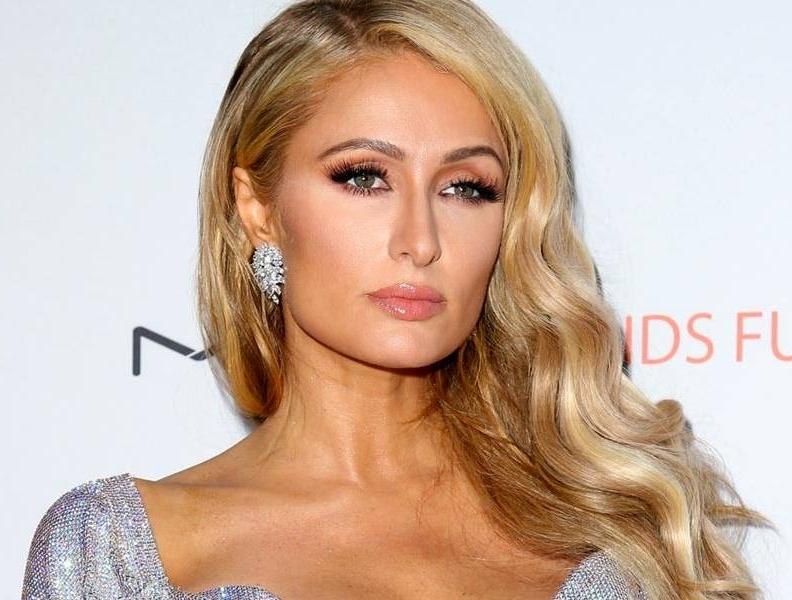 Paris Hilton curte vídeo de Anitta no Instagram