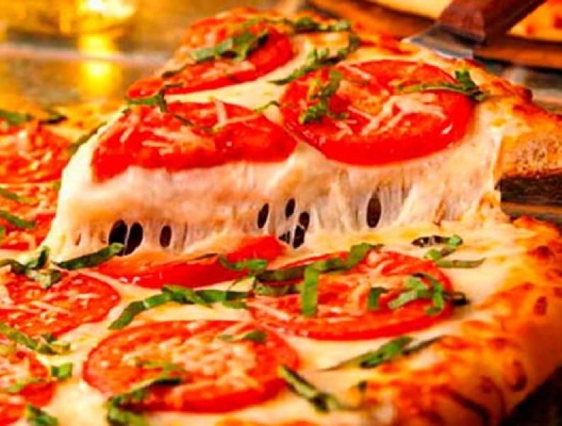 8 erros ao comer uma pizza