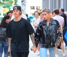 Justin Bieber é visto usando anel de noivado