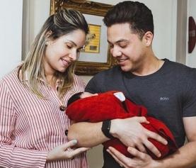 Wesley Safadão lamenta saudade da família