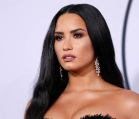Demi Lovato decide se tratar em Chicago